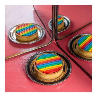 טארטלט שכולו גאווה 💙💚💛🧡❤️💜  ספיישל שלנו לחודש הגאווה, שהכנסותיו תרומה לעמותת חו״שן - המקדמת חינוך ושינוי לעולם טוב יותר בכל סופ״ש אצלנו בחנויות  @hoshen.il #pride #pridemonth #bakerytlv